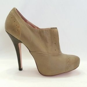 Betsey Johnson Size 8M Derbby Brown Bootie B5-6